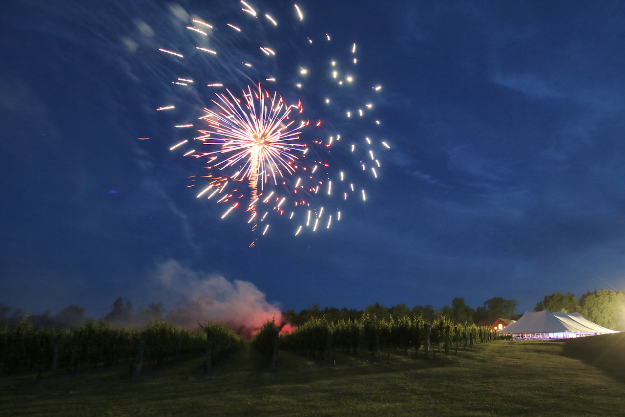 Fireworks in the sky over Buttonwood (photo)